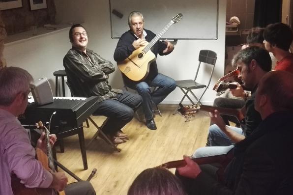 Cours de guitare amateur à la Swing Romane Académie
