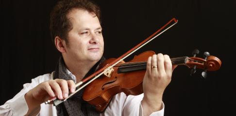 Daniel John Martin professeur de violon à la Swing Romane Académie
