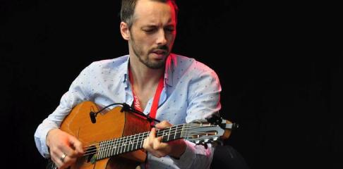 Julien Cattiaux professeur de guitare pour les enfants