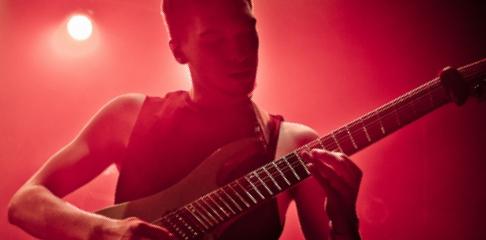 Quentin Seewer professeur de guitare rock metal à la Swing Romane Académie