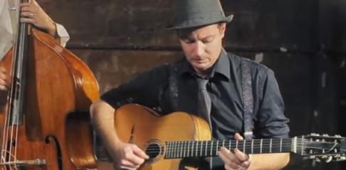 Romain Constant professeur de guitare swing à la Swing Romane Académie