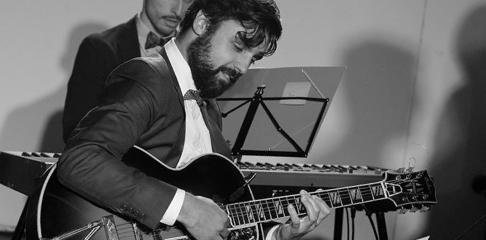 Romain Vuillemin professeur de guitare swing à la Swing Romane Académie